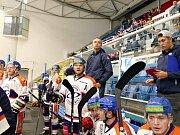 Úvodní zápas Chance ligy v nové sezoně hokejisté Havířova (v modrém) zvládli, když porazili v líbivém utkání Litoměřice 4:2.Hokejisté Litoměřic na střídačce.