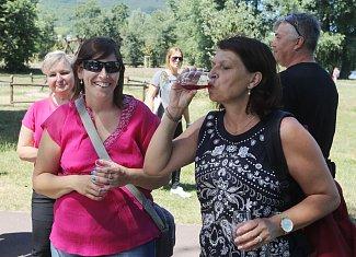 Tradiční vinařská akce Putování za víny Brány Čech letos nabídla více vinařů, více skvělých vín a více zábavy.