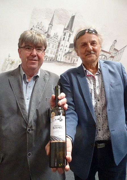 Předsedové hodnotitelských komisí vsoutěži vín pro 19.ročník Vinařské Litoměřice ve středu 2.června vyhodnotili šampiona výstavy.