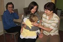 V LITOMĚŘICKÉM Klokánku pracuje dvanáctičlenný kolektiv tet. Navzájem si pomáhají a předávají zkušenosti. Při schůzce jsme zastihli Lenku Beránkovou, Sandru Starou a Evu Jiránkovou.