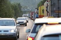 Kolony na silnici z Lovosic do Ústí