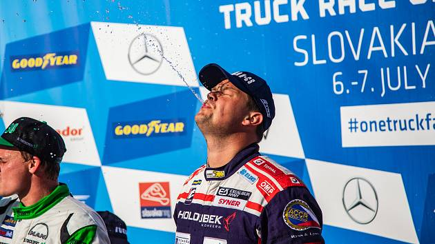 Adam Lacko (č. 55) z roudnické Buggyry dojel na Slovensku dvakrát třetí.
