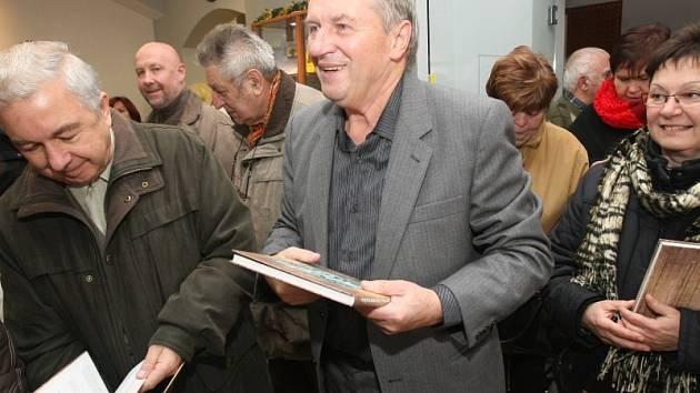 Vitalij Marek při křtu jedné ze svých knih