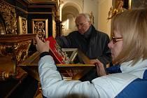 OSTATKY SV. ZDISLAVY, patronky litoměřické diecéze, byly ve čtvrtek uloženy do nově rekonstruovaného relikviáře, umístěného v katedrále sv. Štěpána na oltáři sv. archanděla Gabriela.