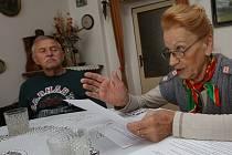 Stanislav a Světla Najmrovi (na snímku) tvrdí, že jim syn ubližuje a žádají darované polnosti, na nichž rodina hospodaří přes 300 let, zpátky. Podle Daga Najmra celý spor ale vychází z rozdílných názorů na další vedení farmy. To rodiče odmítají.
