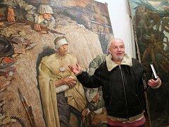 Amatérský badatel Jiří Kuchař objevil v depozitáři Národního památkového ústavu v Doksanech sedm obrazů ze sbírky Adolfa Hitlera.