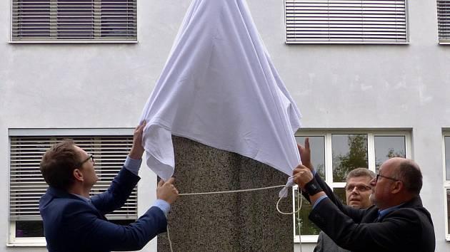 Bystřice hodlá v rámci oslav školy uctít Eduarda Valdhanse