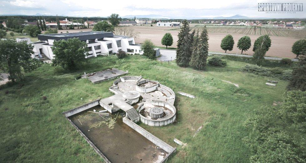 Nynější stav nedostavěného letního koupaliště v Roudnici v sousedství krytého bazénu