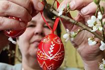 V LIBOTENICÍCH již po sedmé přivítají jaro výstavou kraslic. Výstavu, která se návštěvníkům zpřístupní již v tuto sobotu, doplní také doprovodný program s tradičními rituály loučení se zimou.
