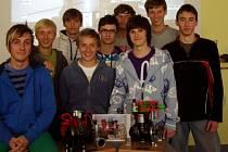 HNED JE TO ZAJÍMAVĚJŠÍ. Žáci VOŠ a SOŠ v Roudnici nad Labem mají výuku odborných předmětů díky nevšední spolupráci školy s firmou zpestřenou.