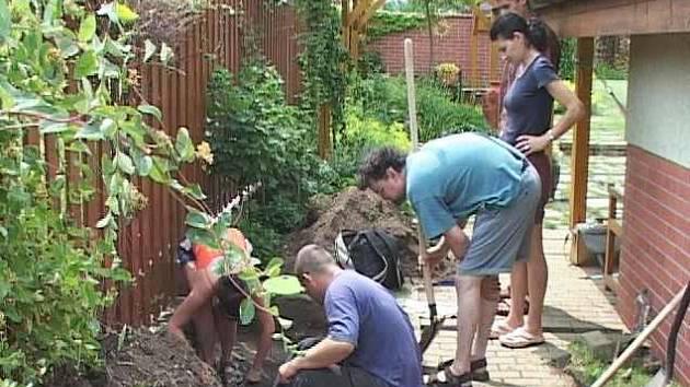 V obci Rovné byla při kopání při výstavbě hromosvodu nalezena kostra.