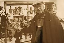 VÁNOCE VE DŘEVĚ. Tak se nazývá vánoční výstava dřevěných hraček, sošek a figurek, kterou pořádá Muzeum v Litoměřicích ve spolupráci s Knihovnou K. H. Máchy.