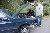 Nezodpovědný řidič boural a ještě měl zákaz řízení.