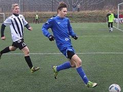 Fotbalová divize U19: SK Roudnice (v modrém) - VOŠ a SOŠ Roudnice.