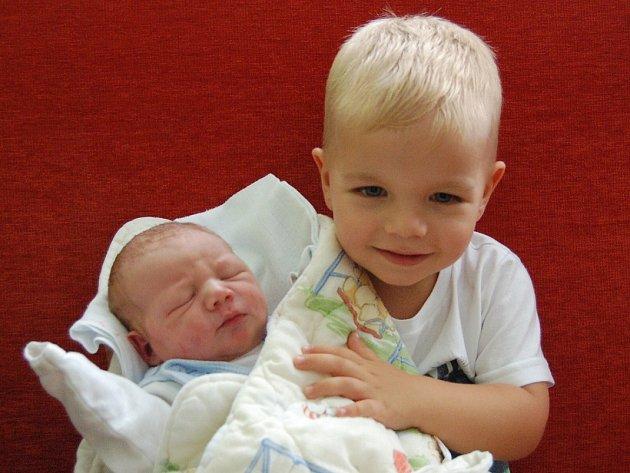 Lence Schulzové a Michalovi Eflerovi z Litoměřic se 7.8. v 6.40 hodin narodil v Litoměřicích syn Michal Efler (52 cm, 3,8 kg).