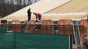 Podnikatel Šára staví dál bez stavebního povolení