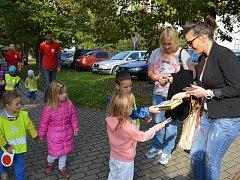 Den Charity oslavila Diecézní charita Litoměřice rozdáváním dárků. Velkými pomocníky byly děti z Česko – německé mateřské školy sv. Zdislavy.