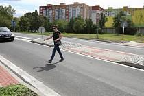 Nově vybudovaný přechod pro chodce na silnici 1/30 na okraji Lovosic.
