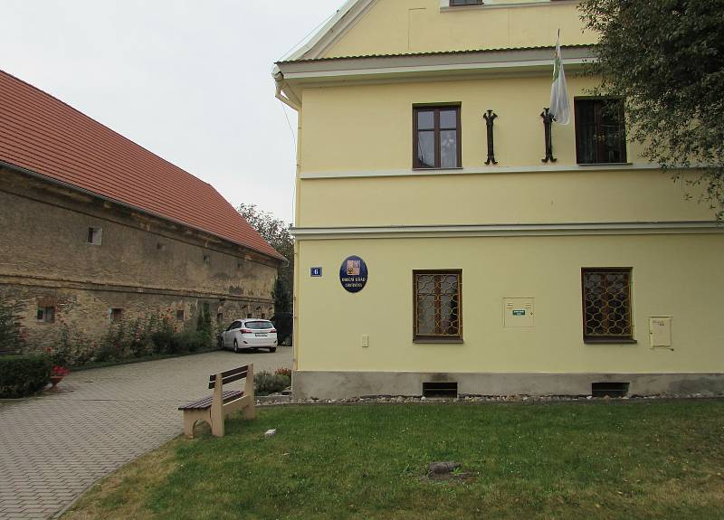 Budova obecního úřadu v Chotiněvsi.
