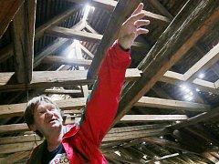 Na Žižkových kasárnách v Terezíně se v pátek 7. září propadla další část střechy