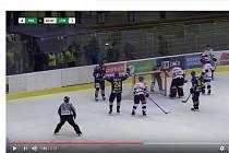 Snímek z videa, které zachycuje problematický moment utkání Přerova proti Litoměřicím