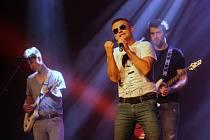 Vladimír Hron s kapelou vystoupil na dobročinném koncertu pro hospic sv. Štěpána v Litoměřicích. Akci tradičně pořádala nadace Kalich, kterou založil bývalý senátor Alexandr Vondra.