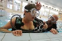Tělesně i mentálně postižení se učí potápět
