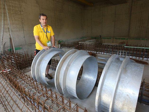 Problém se stavební firmou Klement má Labe Aréna ve Štětí. Firma požaduje další peníze na dostavbu výcvikového bazénu a přitom nedokončila ani práce, za které dostala zaplaceno.