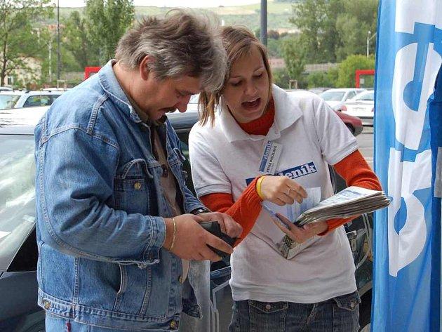 V Litoměřicích  proběhl první Den s Deníkem u hypermarketu Interspar