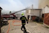 Požár střechy školních dílen v Roudnici