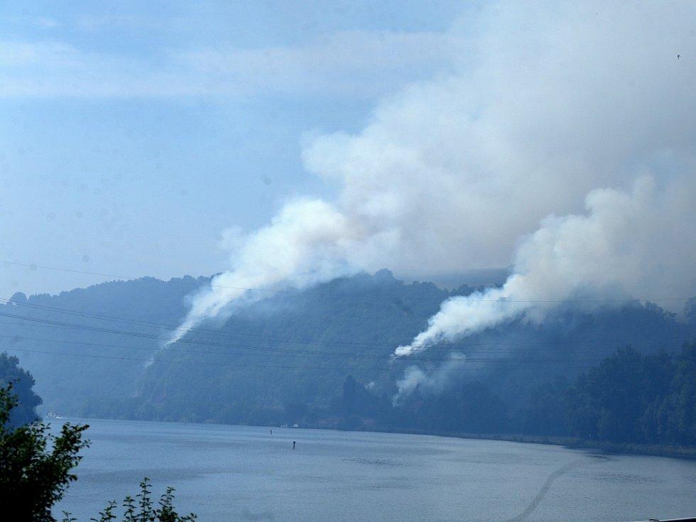 Hoří také na několika místech kaňonu Labe