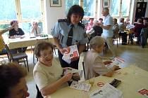 Policisté školili seniory jak nenaletět podvodníkům