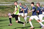 Krajský přebor. Fotbalisté SK Brná (zelenočerní) prohráli s ASK Lovosice (modrobílí) 1:2.