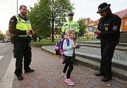 Preventivní akce Zebra se za tebe nerozhlédne pokračovala v pátek ráno v Třebenicích u základní školy.