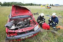 Dopravní nehoda na silnici z Roudnice nad Labem do Doksan u obce Chvalín.