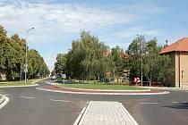 """NOVÝ """"KRUHÁK"""" ,  který kříží ulice Čs. armády a Okružní, byl postaven za sedm měsíců ve Štětí."""