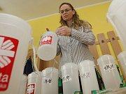 V Diecézní charitě Litoměřice proběhlo pečetění kasiček pro tříkrálovou sbírku.