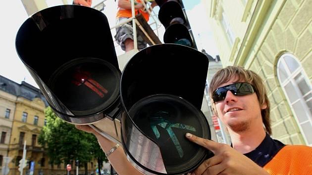 Instalace semaforů v ulici Na Valech.