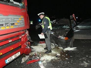 Páteční nehoda v Lovosicích.