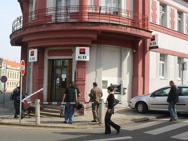 Ve středu dopoledne byla v Roudnici nad Labem přepadena pobočka Komerční banky.