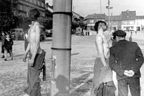 UNIKÁTNÍ FOTOGRAFIE z konce války v Roudnici. Na snímku jsou oběšení mladí SSmani, kteří se odmítli vzdát.