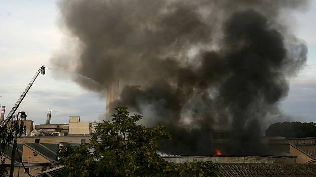 Požár v lovosickém podniku Glanzstoff.