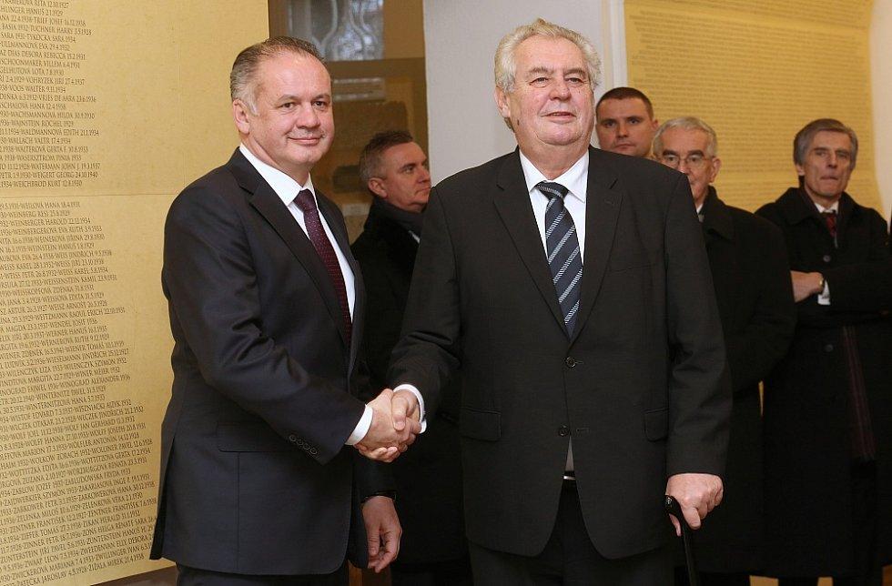Miloš Zeman a Andrej Kiska v terezínském Muzeu ghetta