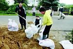 Přípravy na velkou vodu v Českých Kopistech