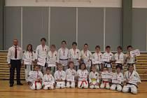 Řadu medailových umístění vybojovali při krajském přeboru Ústeckého svazu karate JKA v Kadani borci z Karatedó Steklý.