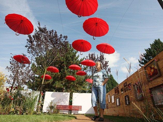 2. ročník soutěže Nejkrásnější zahrada. Letos si návštěvníci mohli prohlédnout a také ohodnotit 11 návrhů zahradních a krajinných ateliérů a firem.