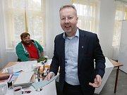 Ministr životního prostředí Richard Brabec odvolil v pátek v obci Malíč na Litoměřicku, kde bydlí