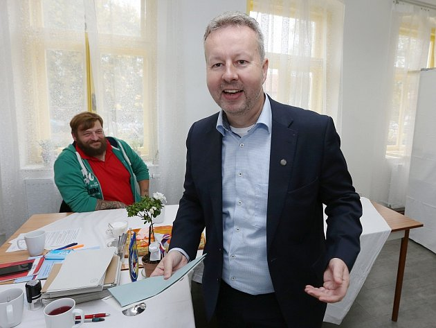 Ministr životního prostředí Richard Brabec odvolil vpátek vobci Malíč na Litoměřicku, kde bydlí