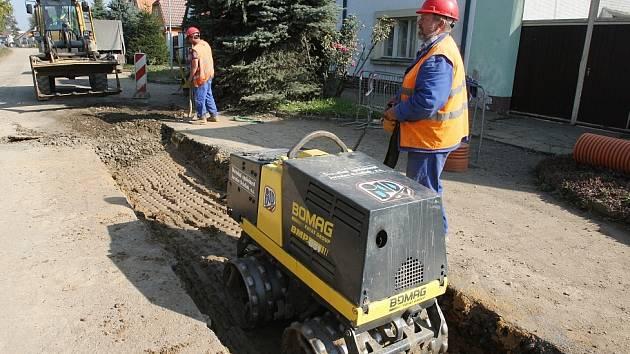 Výstavba kanalizace, ilustrační foto.