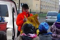 Děti z kroužku Fire Rescue si prohlédli vybavení sanitky
